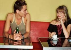 Vier flirttips die je helpen om vrouwen te versieren.